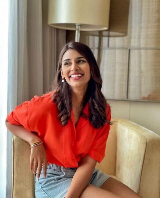 Sanjana Ganesan1