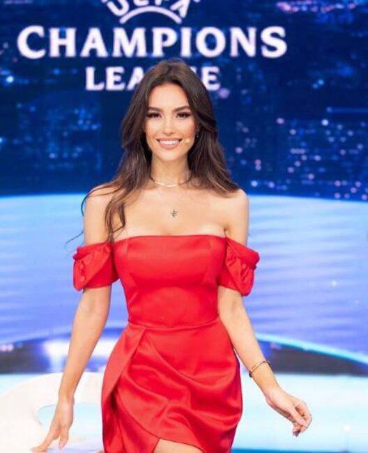 Eva Murati1