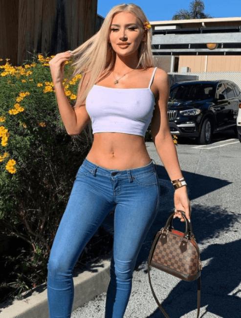 Molly Eskam4