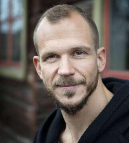 Gustaf Skarsgard